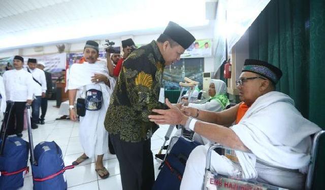 Bupati Irwan Lepas Jemaah Haji Kepulauan Meranti Dari Batam
