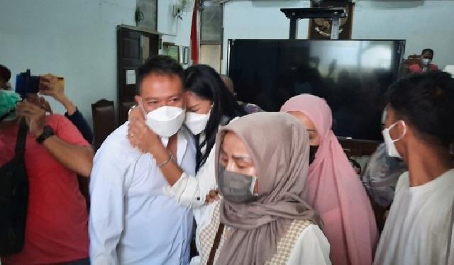 Vicky Prasetyo Divonis 4 Bulan Penjara, Kalina Oktarani Terpukul