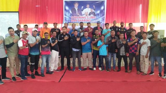 Mahmuzin Taher Buka Coaching Clinic Sepakbola Profesional