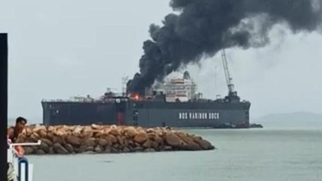 Kapal Tanker Milik Pertamina di Karimun Terbakar
