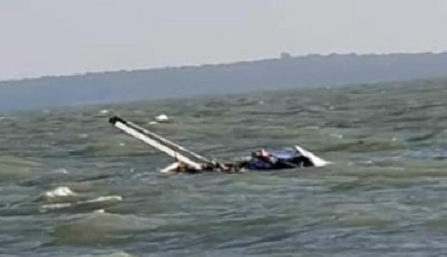 Diterjang Gelombang, Kapal Angkut 12,5 Ton Beras Karam di Perairan Tanjung Medang