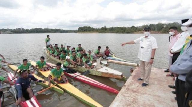 Gubernur Riau Tinjau Latihan Atlet Dayung di Kuansing