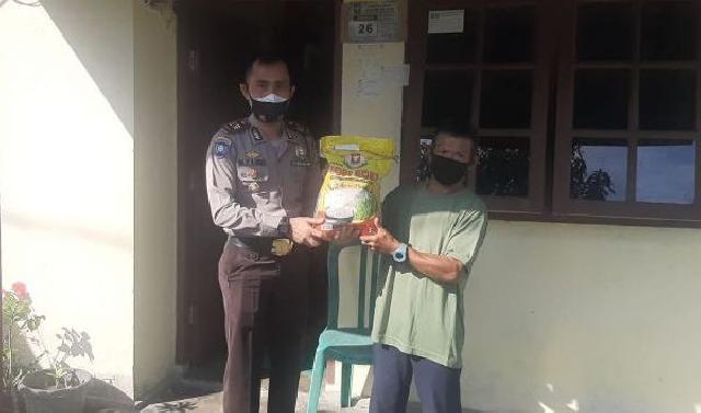 Polres Siak Kunjungi dan Berikan Bantuan Sosial Kepada BHL