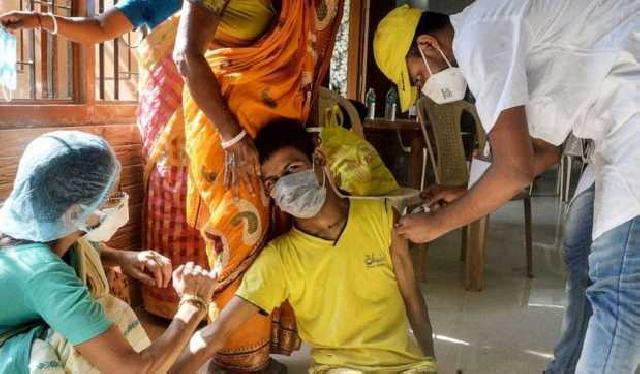 Tertipu Vaksin Covid-19 Palsu, 2.000 Warga India Cuma Disuntik Air Garam
