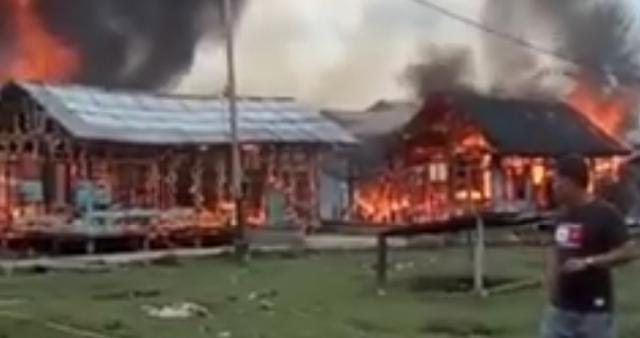 Empat Unit Rumah Warga Alahair Habis Terbakar