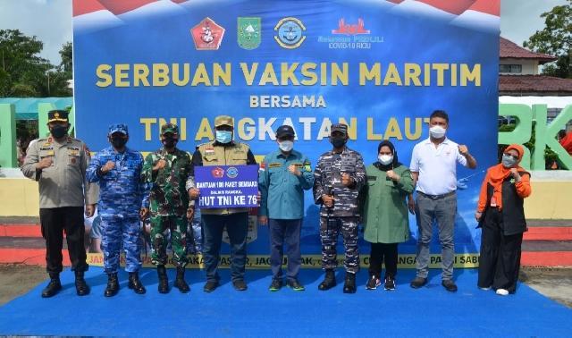 Gubernur Riau Bersama Danlanal Dumai Cek Vaksinasi Massal di Pulau Terluar