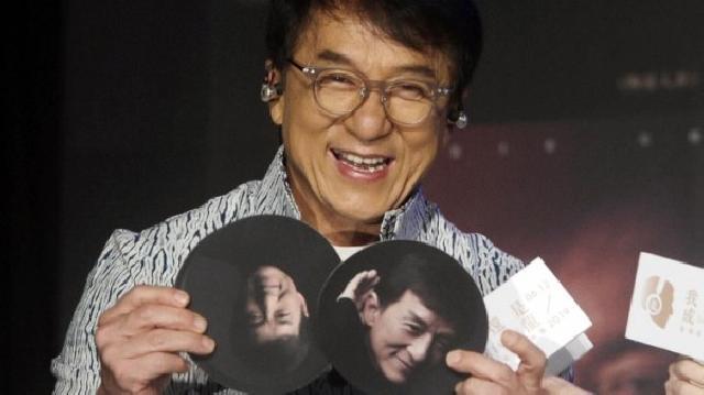 Jackie Chan Janjikan Rp 1,9 M Buat Penemu Vaksin Corona