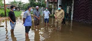 http://jurnalmadani.com/assets/berita/thumb/kecil-92951419530-tinjau_banjir.jpg