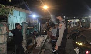 http://jurnalmadani.com/assets/berita/thumb/kecil-95898391306-anggota_kepolisian_saat_melakukan_kegiatan_patroli.jpg